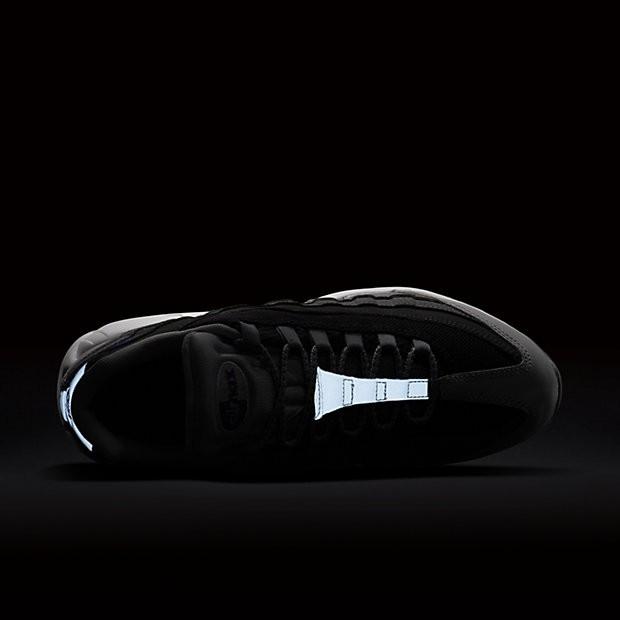 buy popular 677b2 b583a ... Chaussures de sport Nike Air Max 95 Essential homme Gris loup Noir Gris  foncé